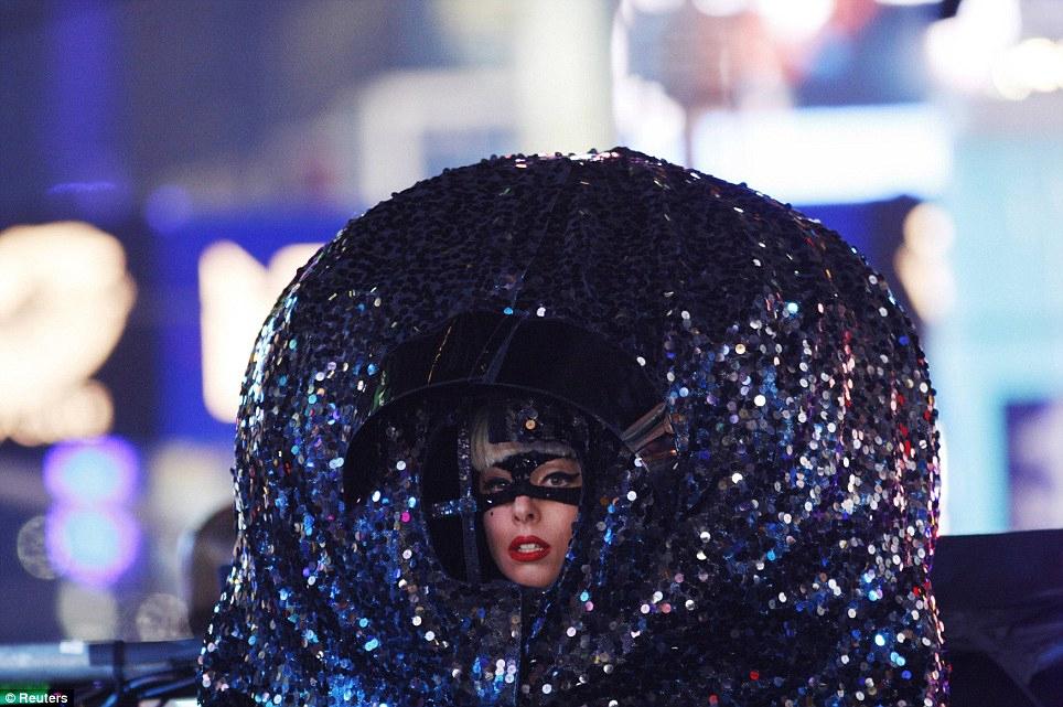 Мир встретил Новый 2012 год.