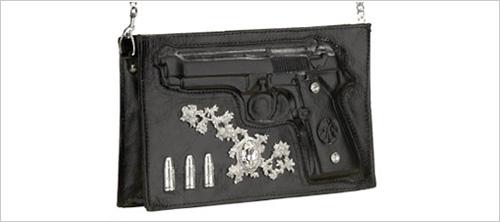 Сумочка с пистолетом.