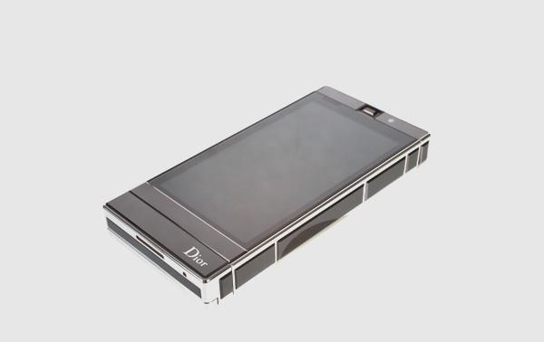 Телефон класса люкс от Dior.