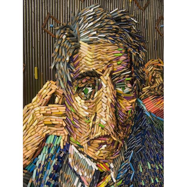 Federico Uribe: искусство из шнурков и кроссовок.