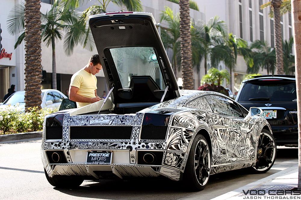 Lamborghini раскрашенный маркерами.