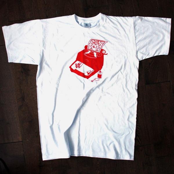 Новые футболки с принтами от Hunting Bear.