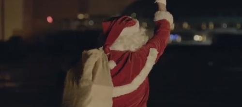 Les Petits Riens: мусорный Санта-Клаус.