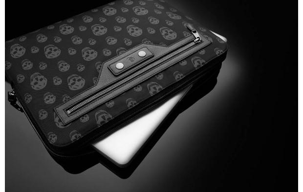Кейс для лэптопа от Alexander McQueen.