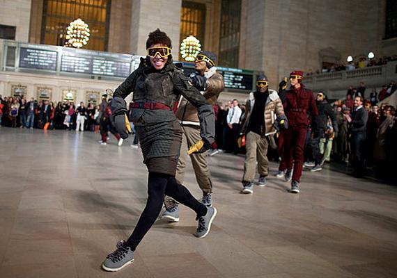 Флэшмоб Moncler Grenoble на Grand Central в Нью-Йорке.
