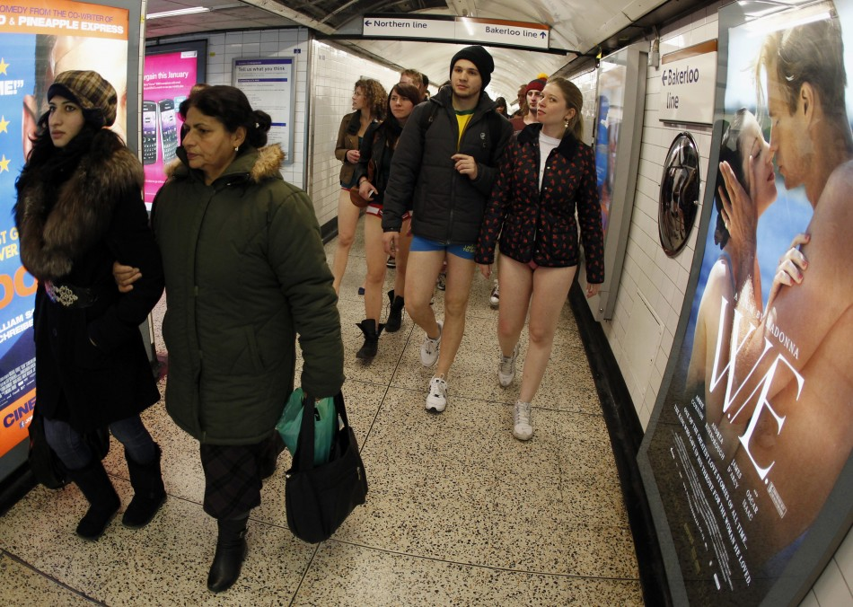 No Pants Subway Ride 2012 в Нью-Йорке.
