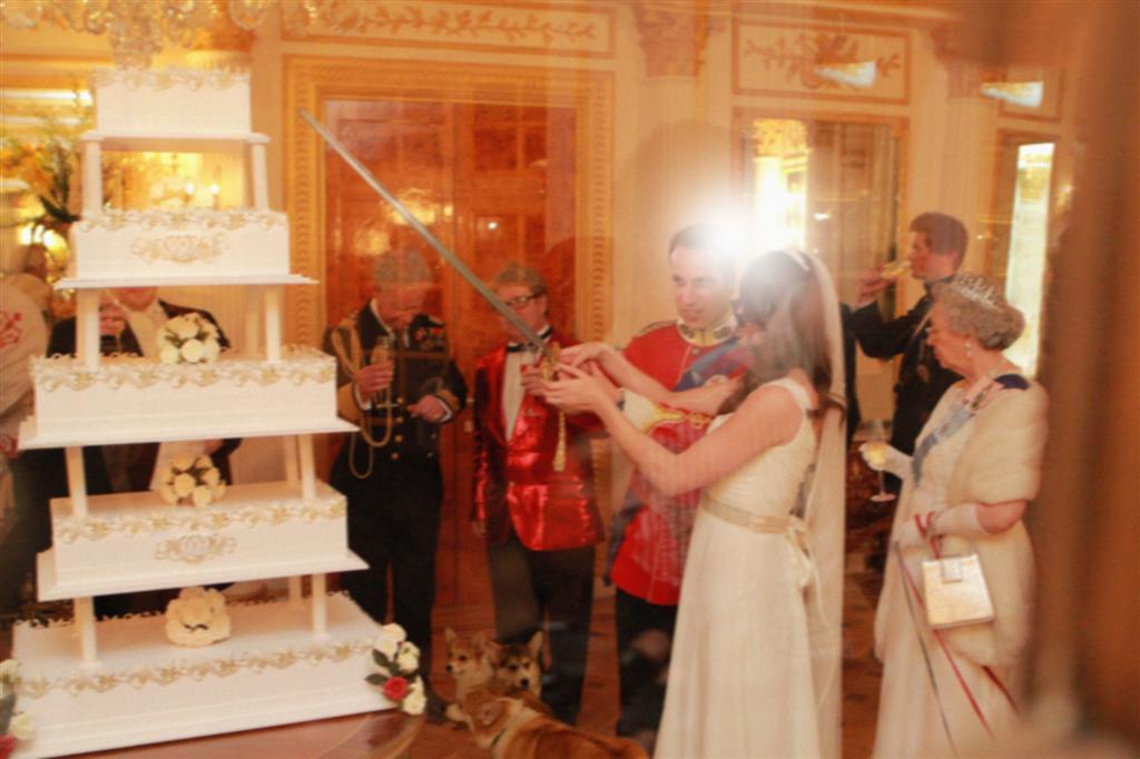 Королевская свадьба от Alison Jackson.