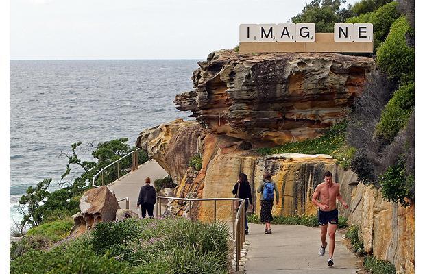 Скульптуры у моря в Сиднее.
