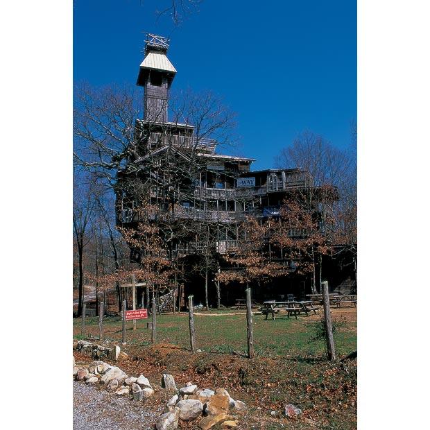 Pete Nelson: Treehouses. Дома на деревьях.