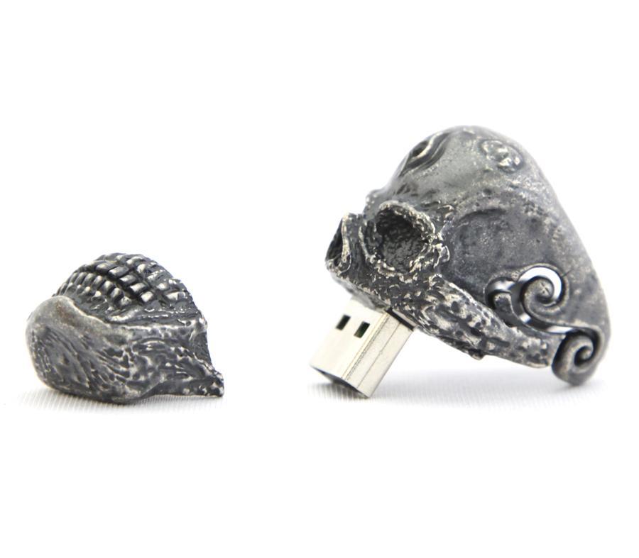 Кольцо флеш-карта в виде черепа.