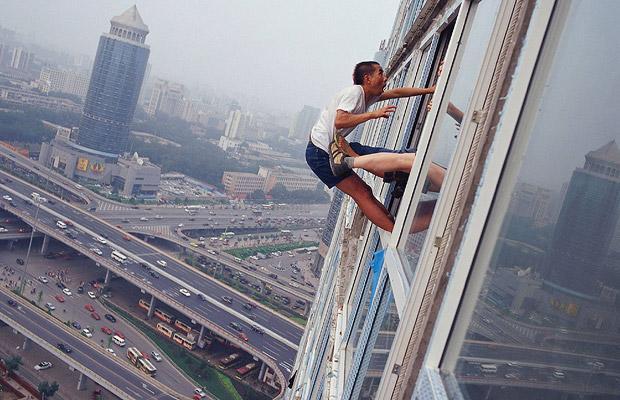 Прогулка по воздуху: чудесное искусство Li Wei.